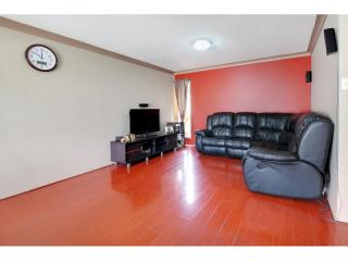 View profile: 3 Bedrooms- Walk to Station!