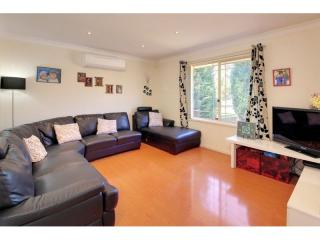 View profile: 3 Bedrooms! Walk to Station!