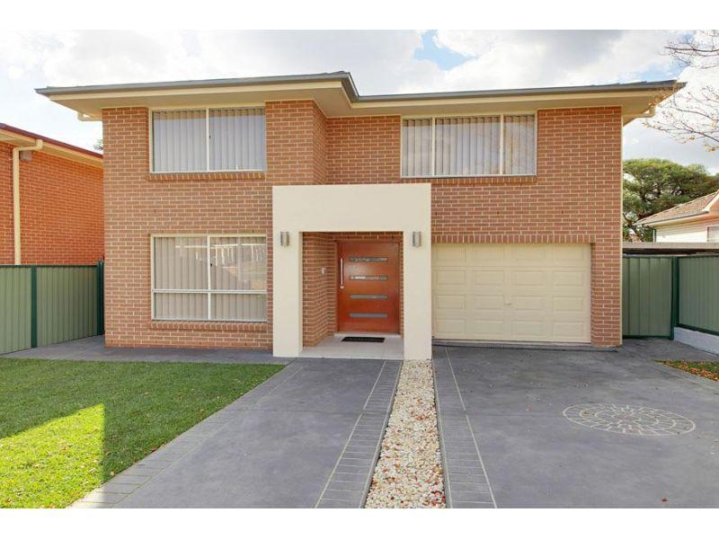 'Brand New' 5 Bedroom Home- Walk to Station!