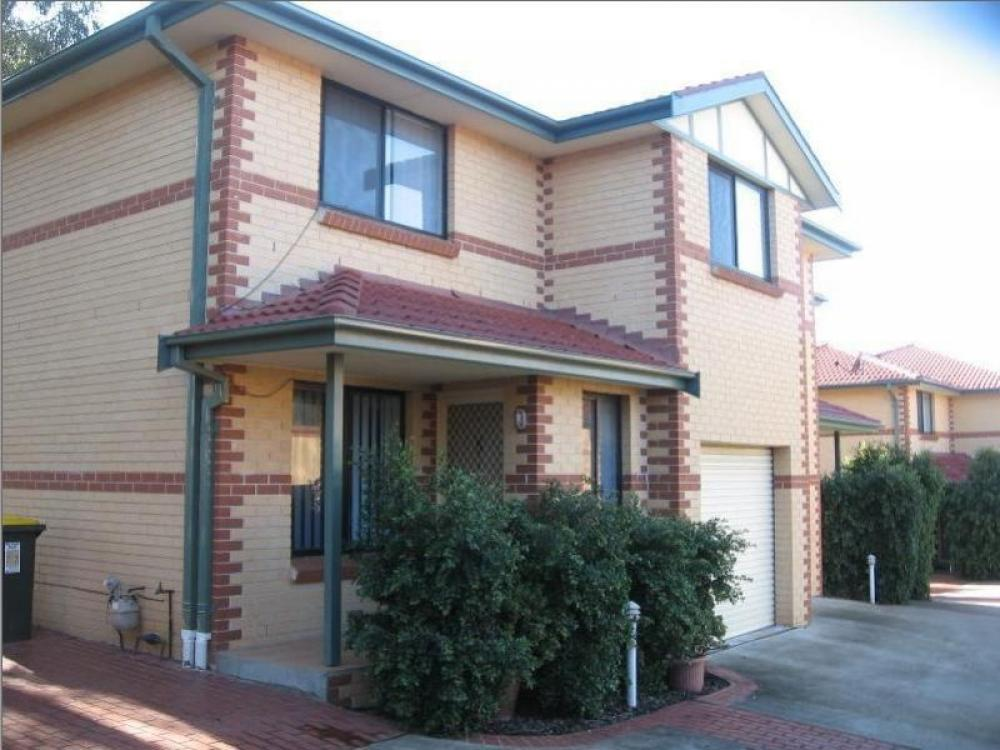 3 Bedroom Townhouse in Outstanding Location