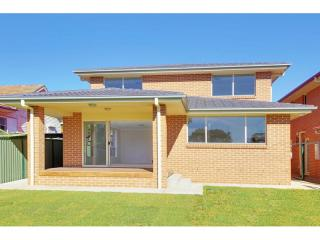 View profile: 'Brand New' 5 Bedroom Home- Walk to Station!
