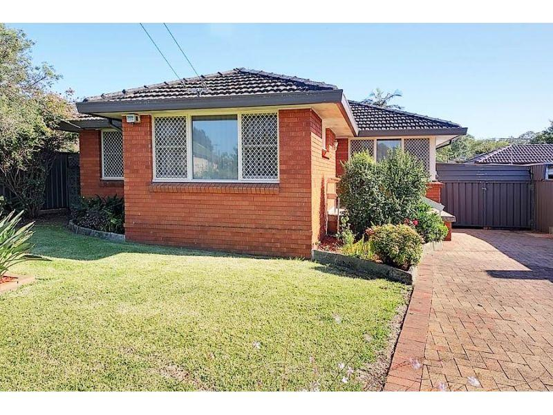 Spotless Brick Home- Walk to Station!