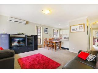 View profile: Fresh on Market! Walk to Station!