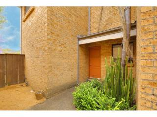 View profile: Superb 3 Bedroom Townhouse