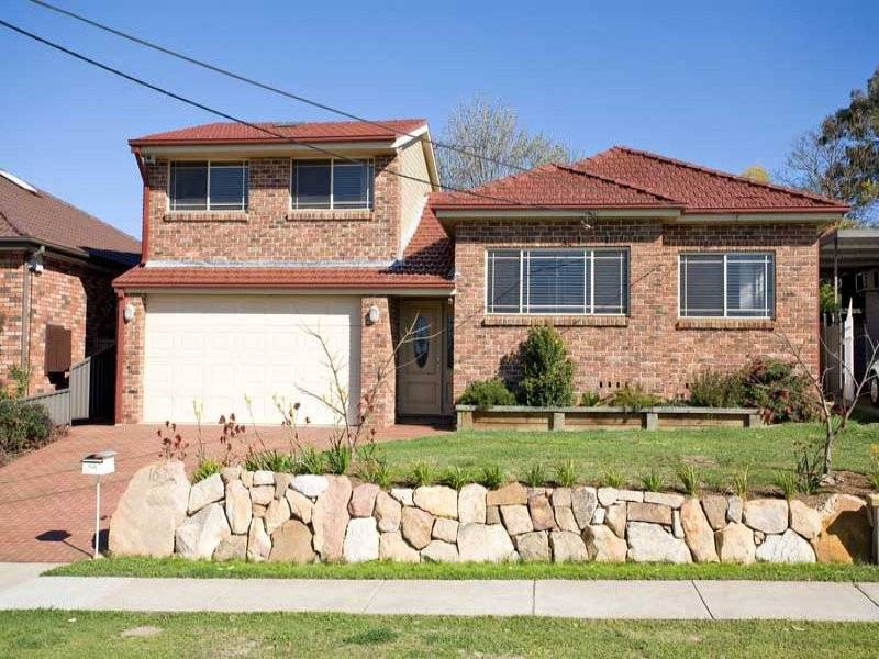 Auction This Saturday - GLAMOROUS FAMILY HOME